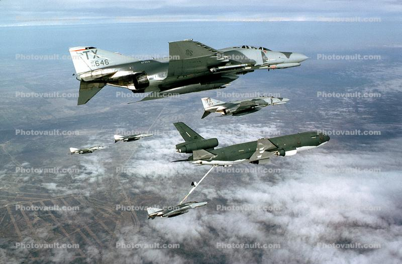 646, McDonnell Douglas F-4 Phantom, Air-to-Air, Formation Flight, refueling, 1970's, milestone of flight