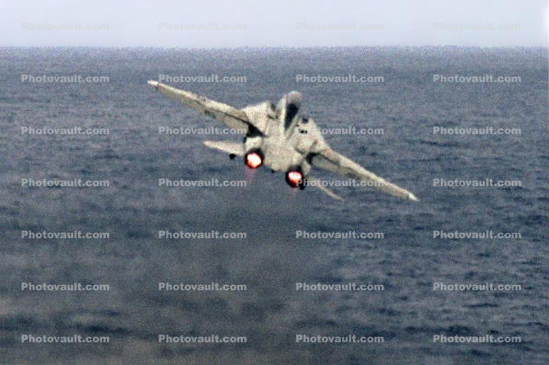 Grumman F-14 Tomcat take-off, afterburner