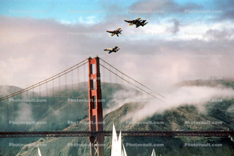 Golden Gate Bridge, McDonnell Douglas F-18 Hornet