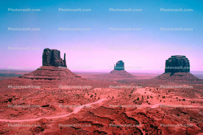 Purpley Horizon, The Mittens, Monument Valley, butte