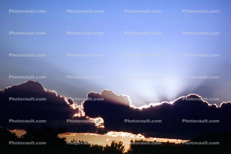 Crepuscular Rays, Spiritual Light, Sun Streamers, Sunset, Sunclipse, Spirit, Divine, Divinity, Heaven, sunbeams, silver-lining