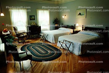 Bed, Lamps, Rug, Pillows