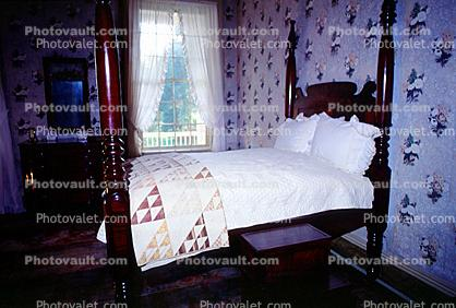 Bed, Post, Rug, Carpet, Wallpaper