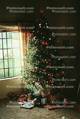 Decorated Tree, Decorations, presents