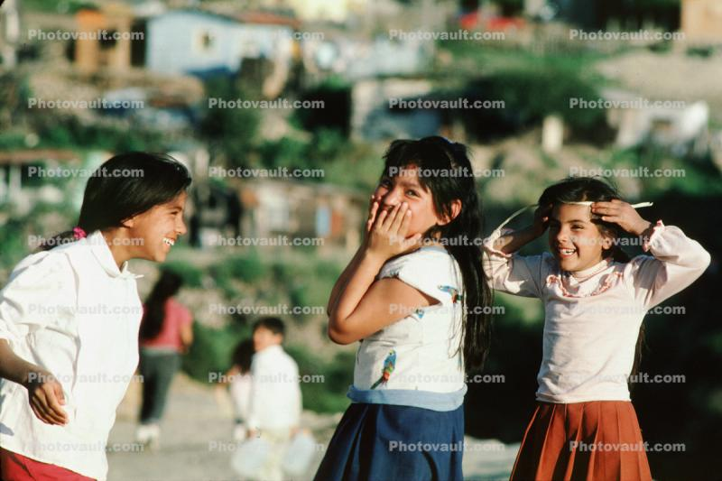Girls Playing, smiles, smiling, cute, Colonia Flores Magone