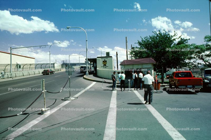 border patrol, USA Mexican border, Crossing Station, road, cars, Rio Grande River, El Paso Texas, Mexico