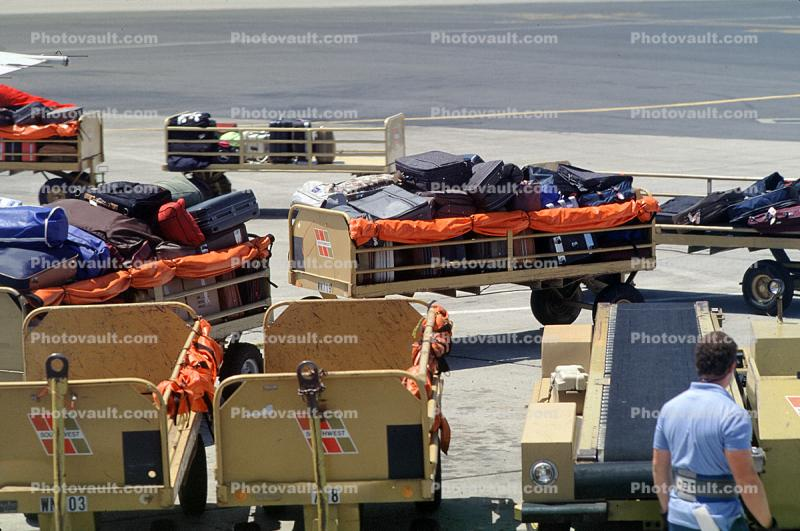 San Francisco International Airport (SFO), ground personal, carts, belt loader
