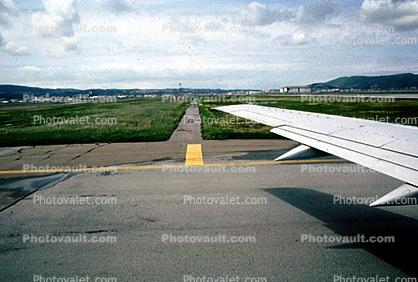 lone wing, San Francisco International Airport (SFO)