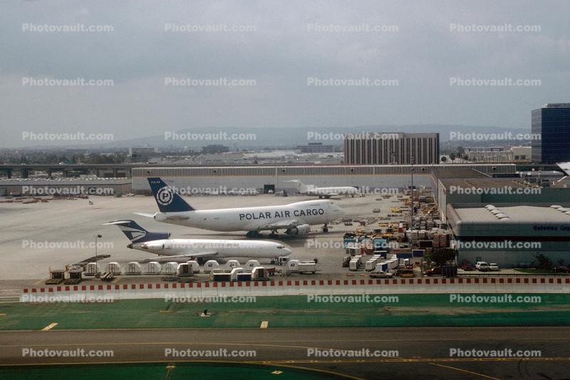 Boeing 747, Boeing 727, logistics center, building