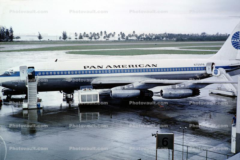 N709PA, Pan American Airways, Boeing 707-121, Panama, 1960s