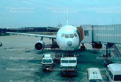 Airbus A300, HS-TAX, pushertug, jetway, pushback tug, tractor, Airbridge, April 4 1982