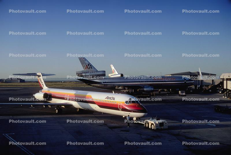 (DC-9-81), N480AC, McDonnell Douglas MD-82, Air California ACL, JT8D-217C, JT8D, tow tractor, Pushertug, pushback tug, tractor