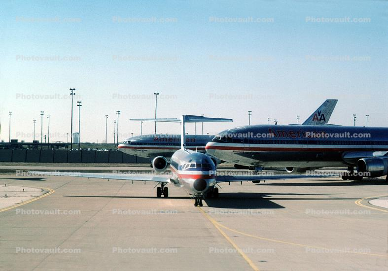 Jets lined up for take-off, American Airlines AAL, Douglas DC-10, MD-80, December 2, 1986