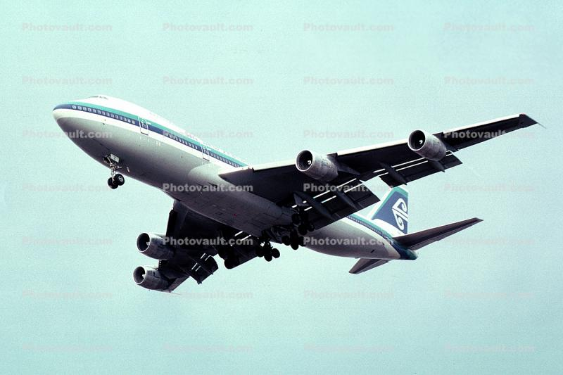 ZK-NZZ, Boeing 747, Air New Zealand ANZ, RB211