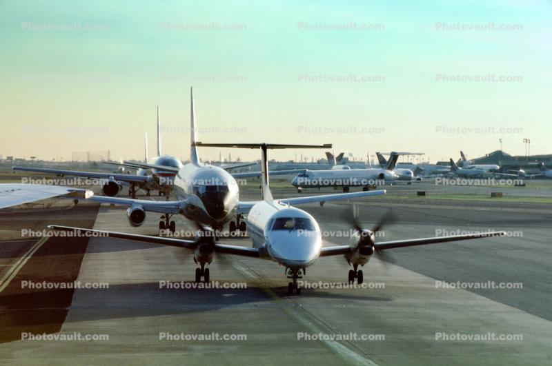 Aircraft lined up for take-off, Newark Liberty International Airport, New Jersey, Boeing 737, Embraer Brasilia EMB-120