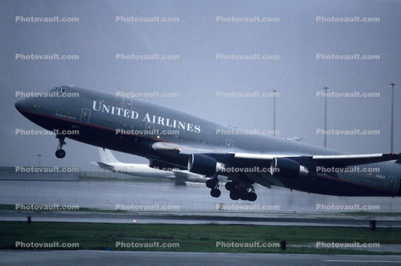 N106UA, United Airlines UAL, Boeing 747-451, (SFO), rain, inclement weather, wet