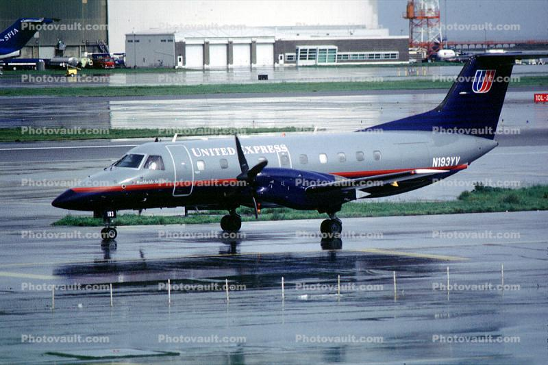 N193YV, United Express, San Francisco International Airport (SFO), Embraer Brasilia EMB-120RT, rain, inclement weather, wet