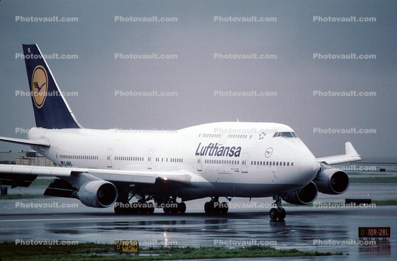 D-ABVL, Boeing 747-430, Lufthansa, 747-400 series, (SFO), Munchen, rain, inclement weather, wet, CF6, CF6-80C2B1F