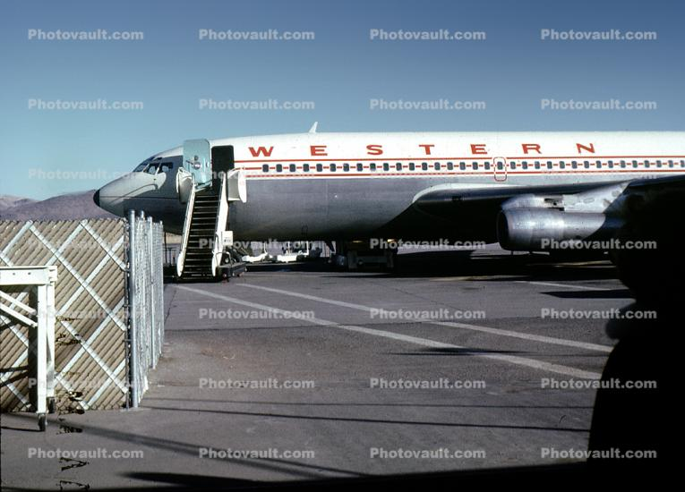 Boeing 720, Western Airlines WAL, 720 series, ramp stairs