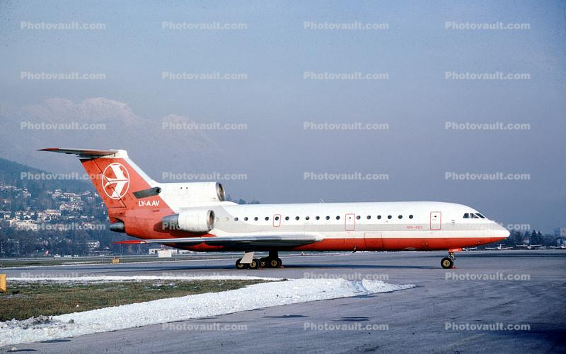 LY-AAV, Yak-42D, Lithuanian Airlines