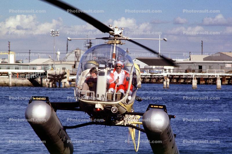 Santa Claus Delivering Presents, N9763Z, Bell 47G-2, pontoons, floats, San Pedro, 1978, 1970s