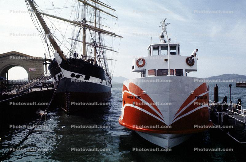 Red and White Fleet, Balclutha, bow