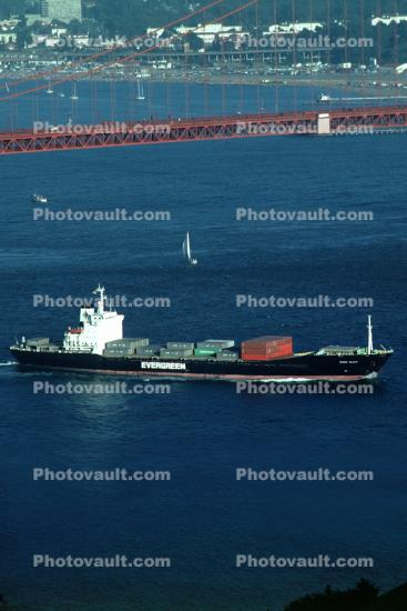 Ever Valor Container Ship, Evergreen Shipping, IMO: 7729265, Golden Gate Bridge