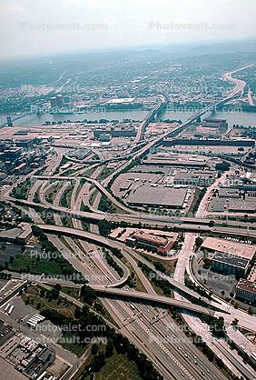 Interstate Highway I-75, I-71, Maze, tangle, overpass, underpass, intersection, interchange, freeway, highway, exit, entrance, entry, Downtown Cincinnati, skyline, urban