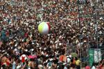 JFK Stadium, Live Aid Benefit Concert, 1985, Philadelphia, Audience, People, Crowds, Spectators, beach ball