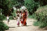 Woman Carrying a bushel, Boral Village, Gujarat, PDCV01P03_06