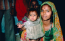 Mother with her girl, in the slums of Mumbai, India